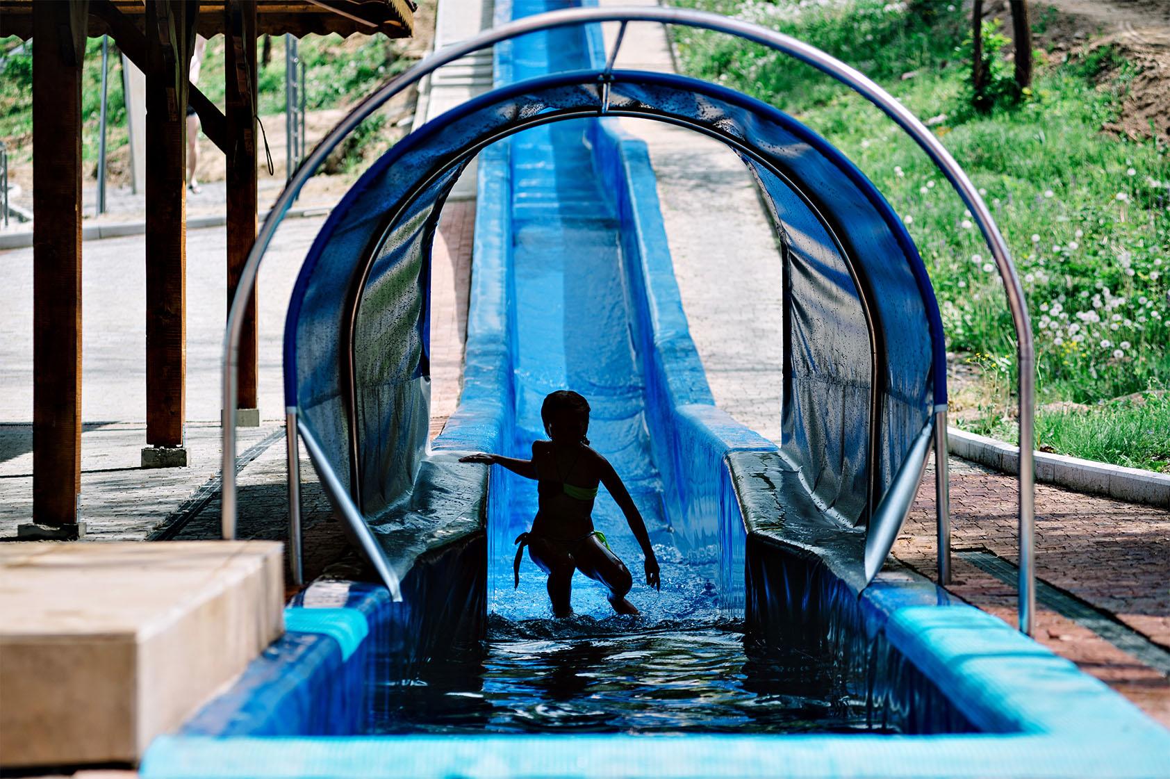 Теплі води Водна гірка фото-02